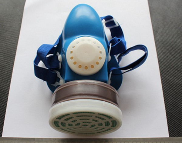 Half Facepiece Respirator mask with replaced acticarbon filter cartridge
